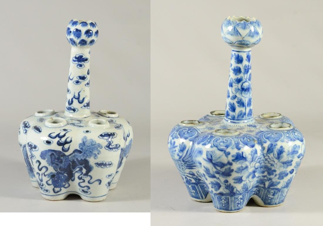 Two Chinese blue and white tulipier vases, 19th C