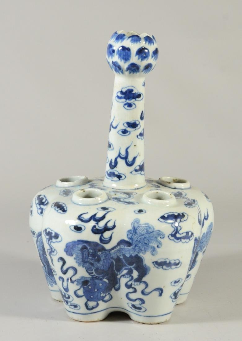 Two Chinese blue and white tulipier vases, 19th C - 2