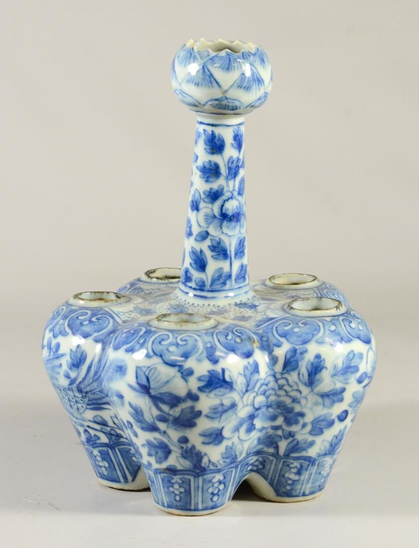 Two Chinese blue and white tulipier vases, 19th C - 8