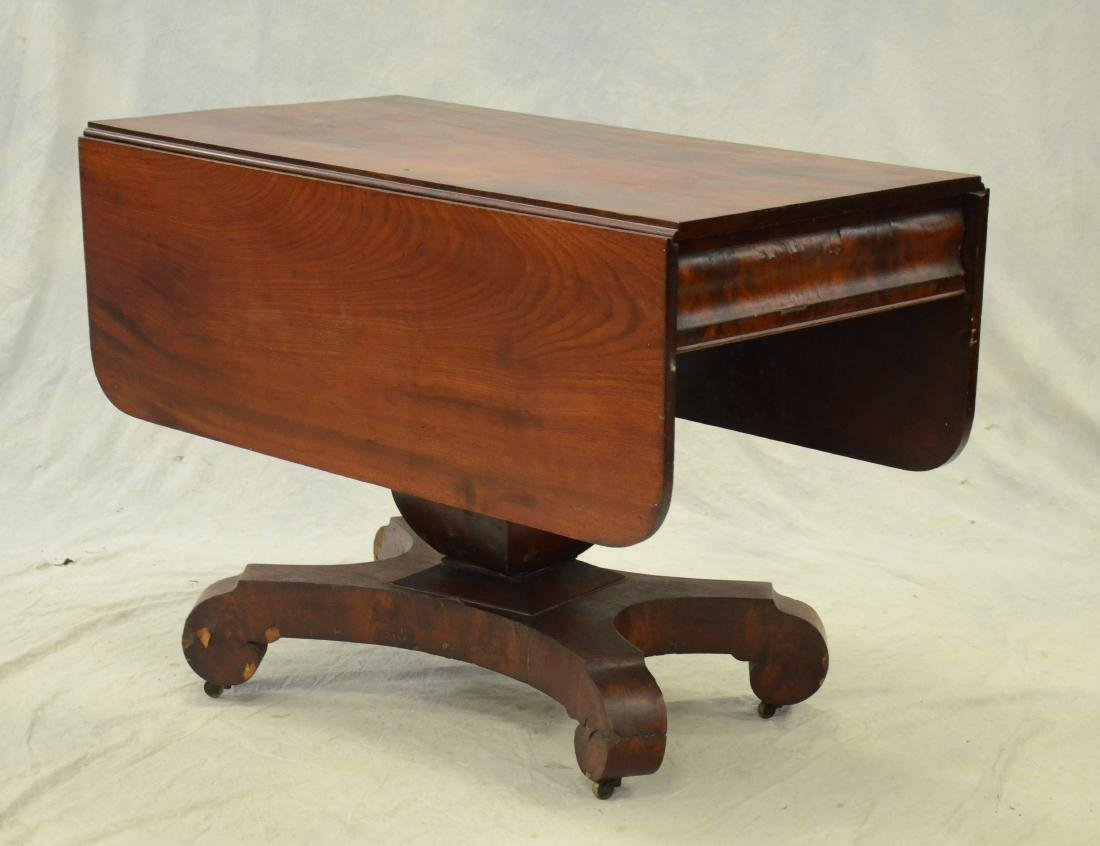 American Federal mahogany dropleaf table,  c 1830-40