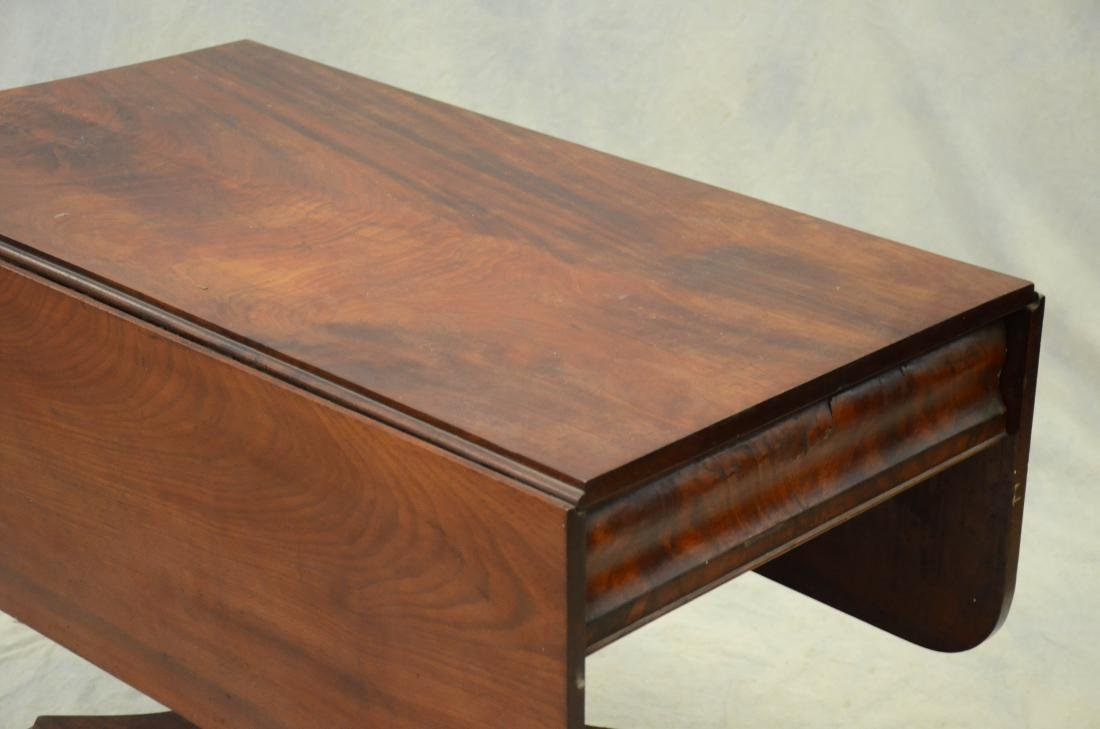 American Federal mahogany dropleaf table,  c 1830-40 - 2