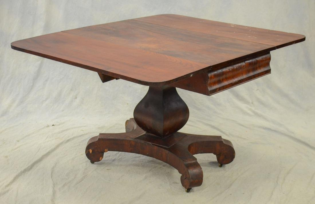 American Federal mahogany dropleaf table,  c 1830-40 - 3