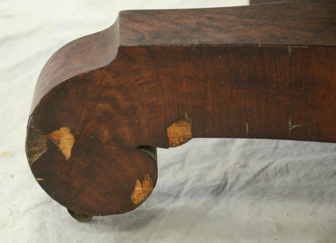 American Federal mahogany dropleaf table,  c 1830-40 - 5