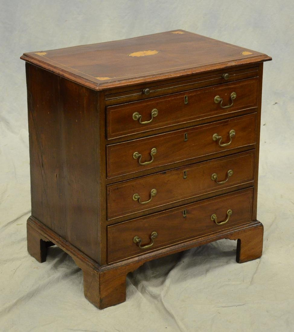 Mahogany Georgian 4 drawer bachelors chest, 19th c