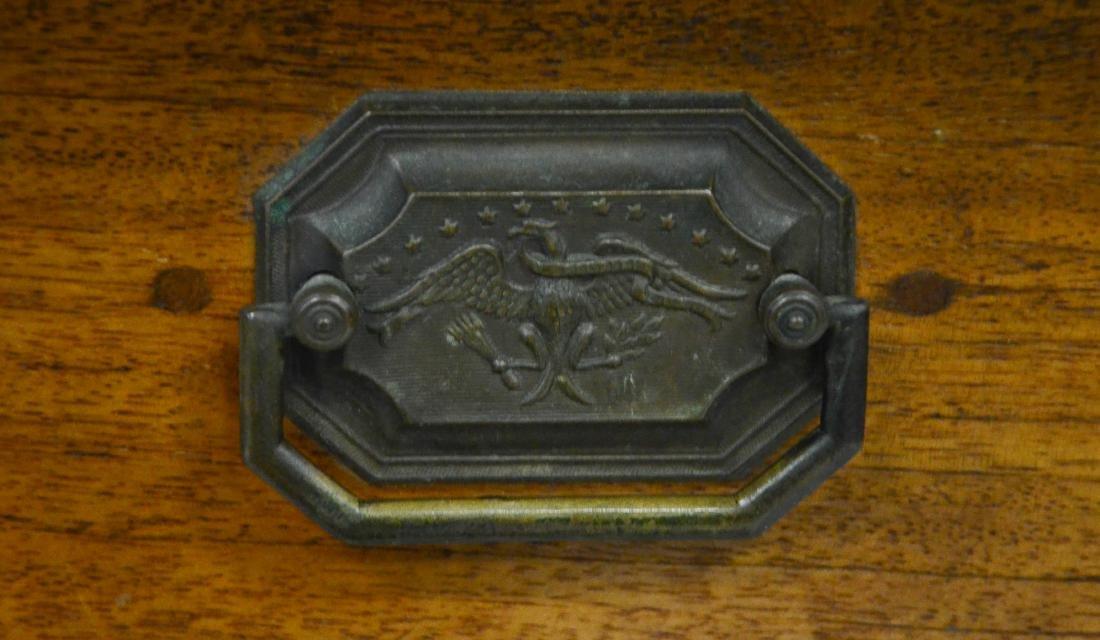 Walnut Hepplewhite  one drawer stand, c 1800-20 - 3