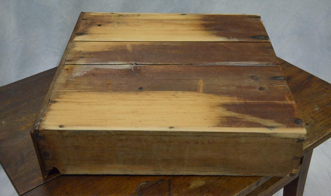 Walnut Hepplewhite  one drawer stand, c 1800-20 - 4