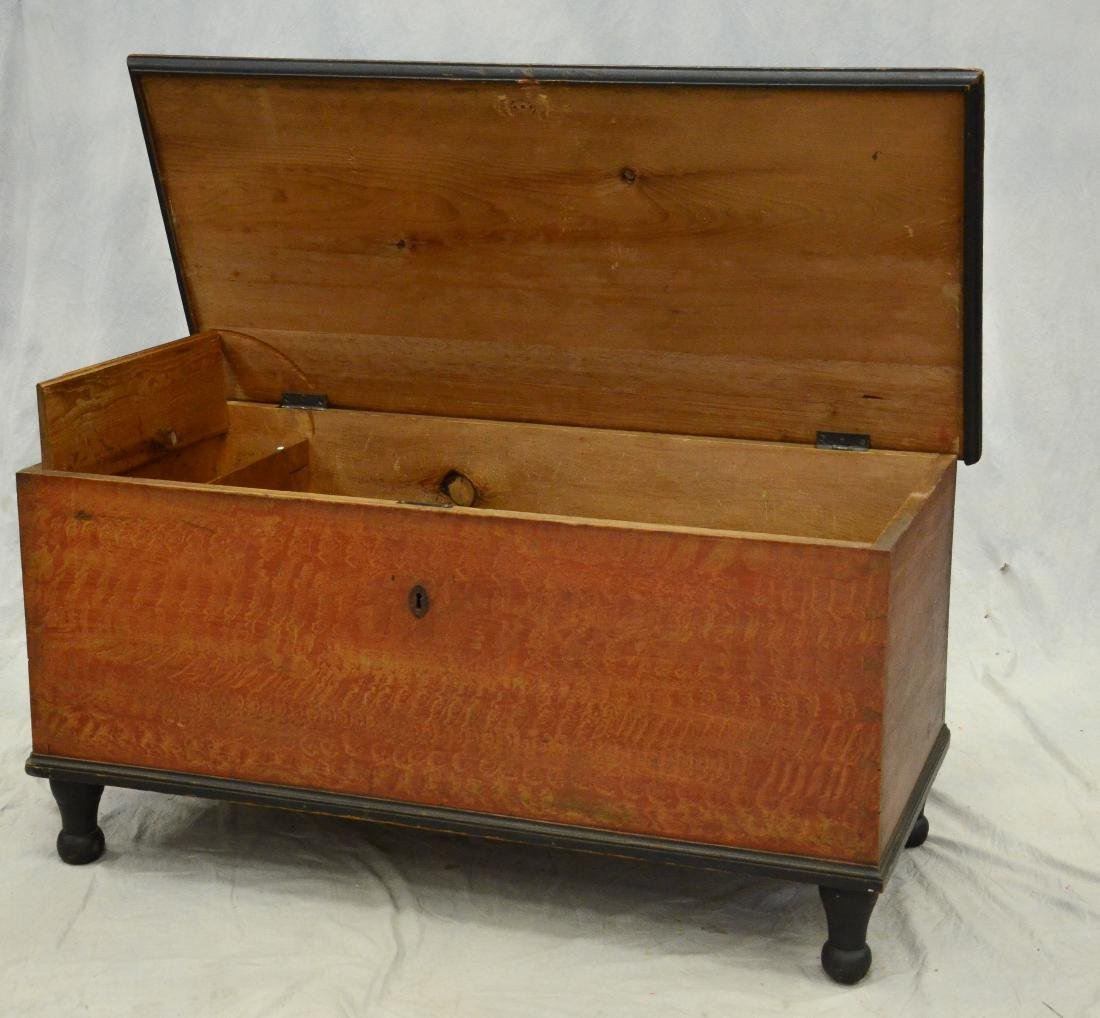 Paint decorated Sheraton blanket chest, red and ochre - 3