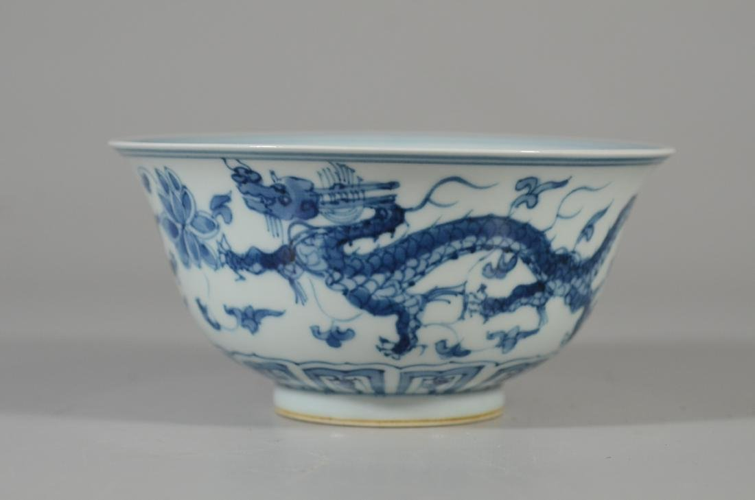 Chinese blue and white dragon decorated bowl - 4