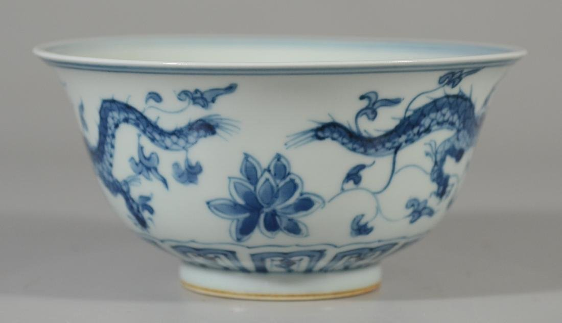 Chinese blue and white dragon decorated bowl - 5