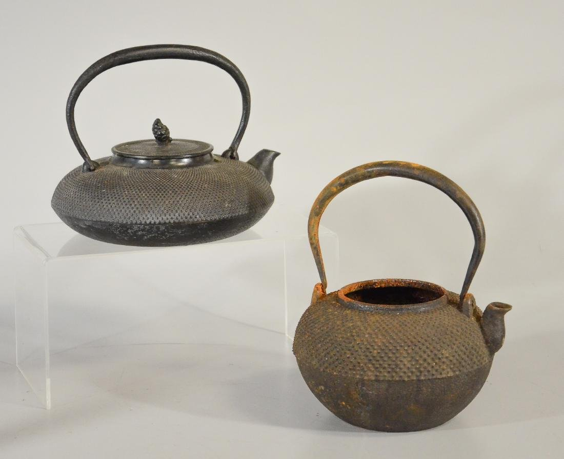 2 Japanese iron tea kettles, Tetsubin, 1 missing lid
