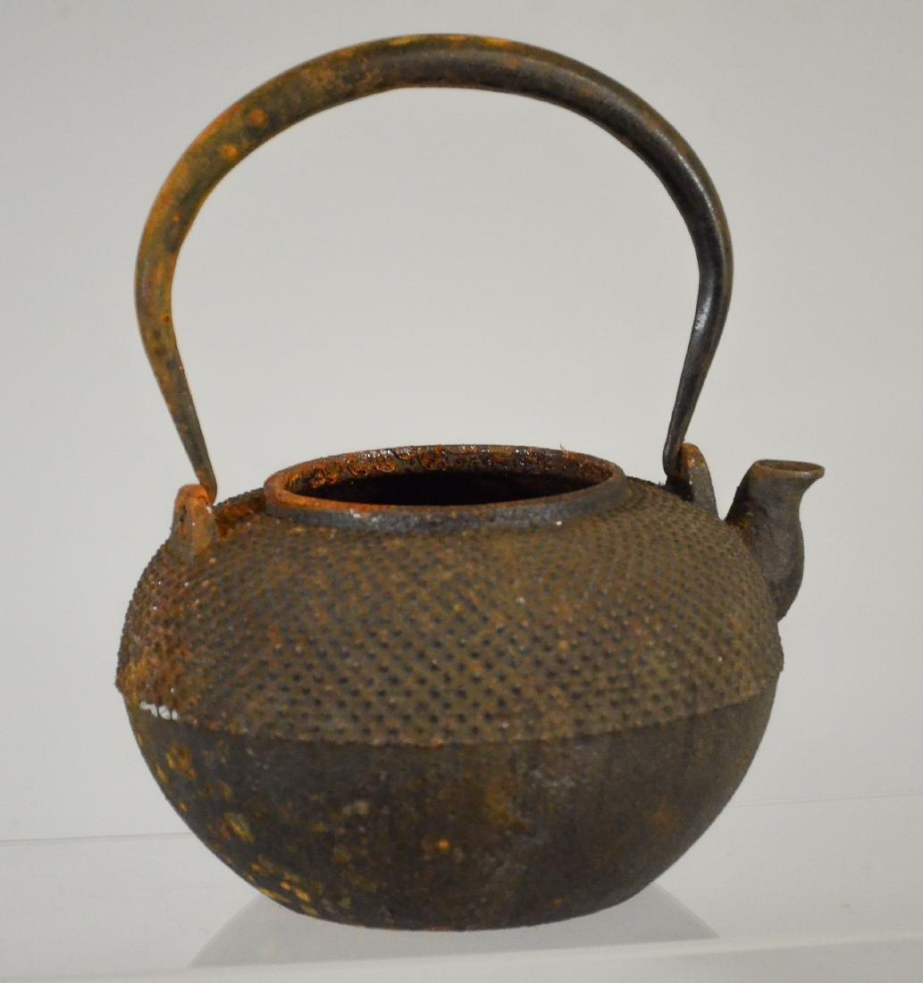 2 Japanese iron tea kettles, Tetsubin, 1 missing lid - 4