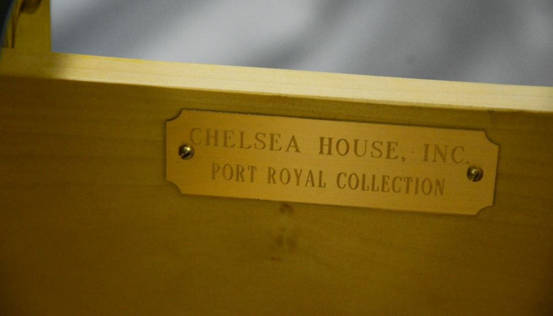 Chelsea House 3-drawer Louis XVI style commode - 2