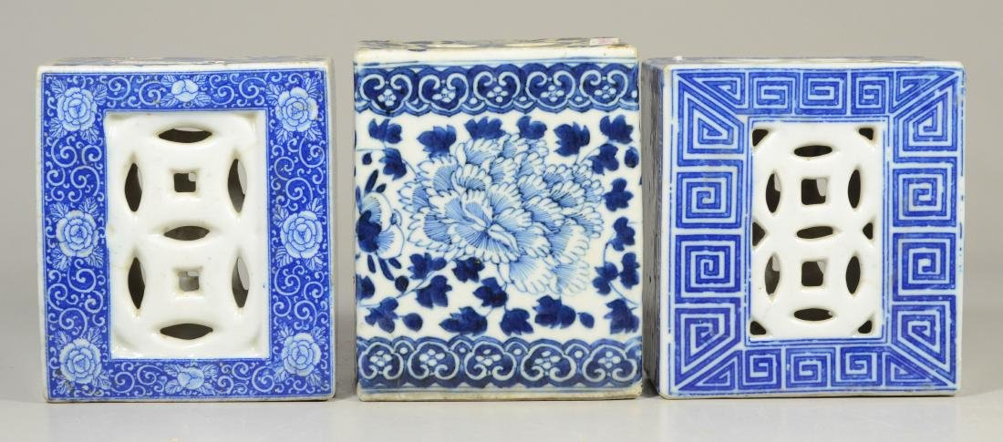 3 Chinese porcelain blue and white pillows - 3