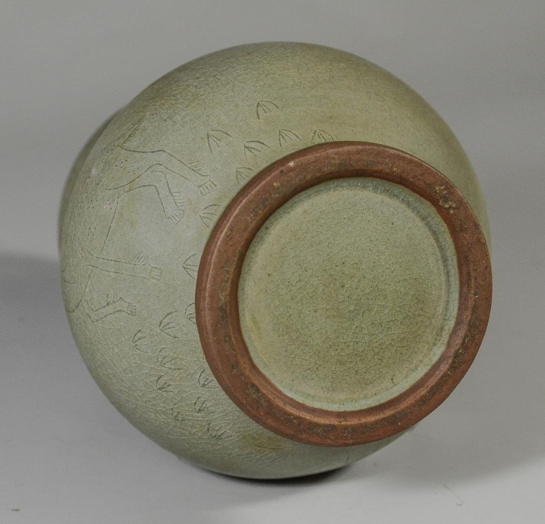 Chinese double gourd vase with incised decoration - 6