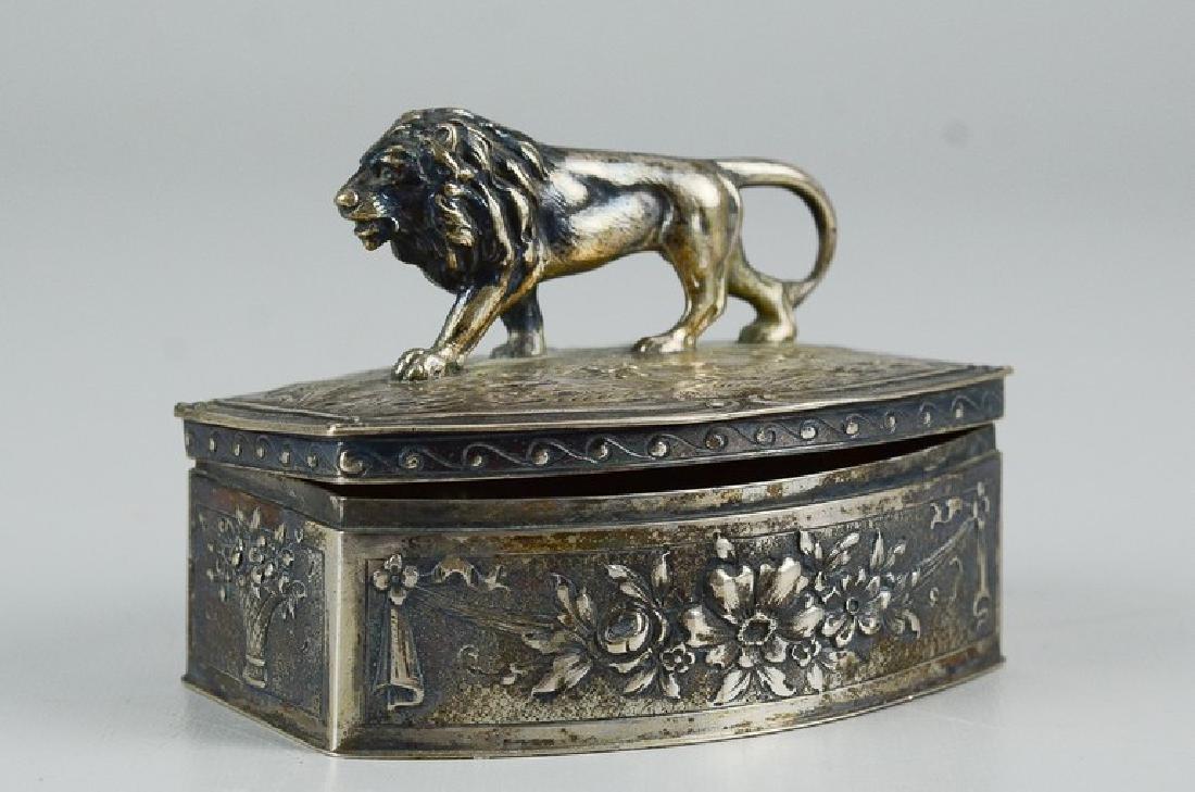 800 Silver walking lion dresser box