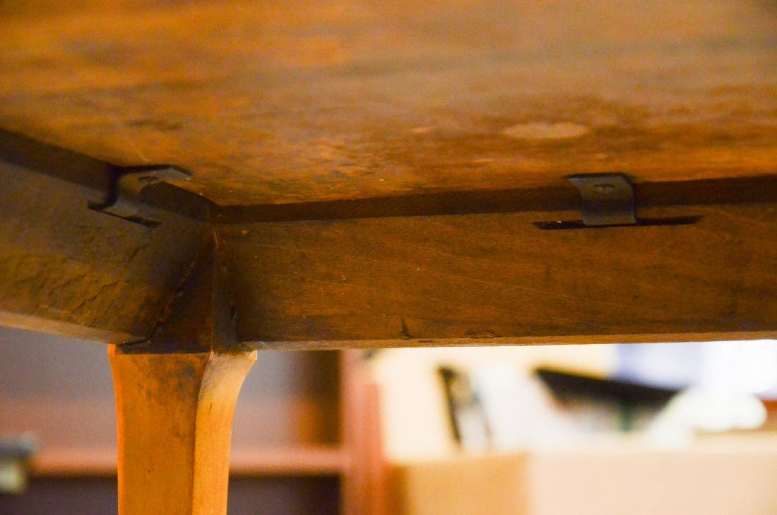 Figured maple lamp table, lower shelf, c 1900-20 - 3
