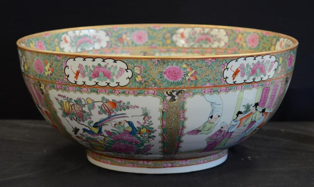 Chinese porcelain Rose Medallion punch bowl - 3