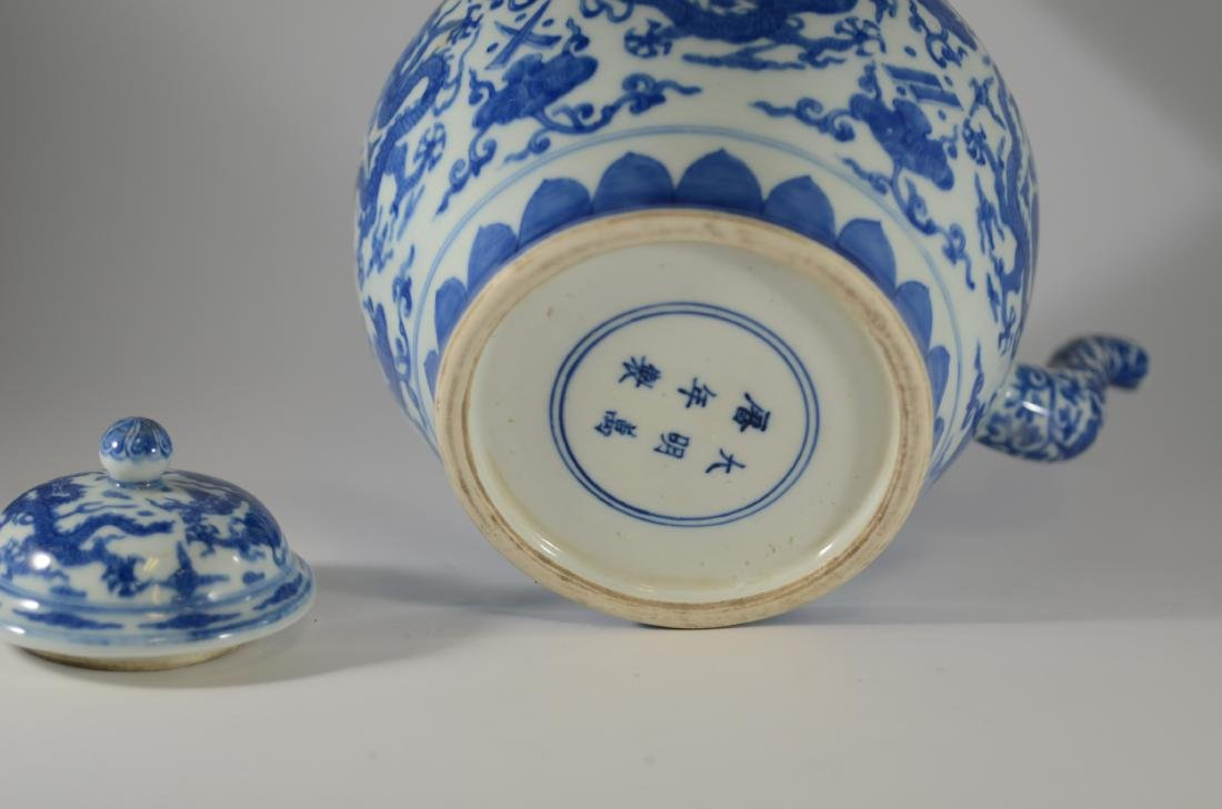 Chinese blue and white teapot with dragon decoration - 2