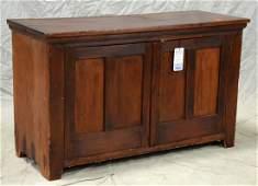 Pine 2door paneled stand
