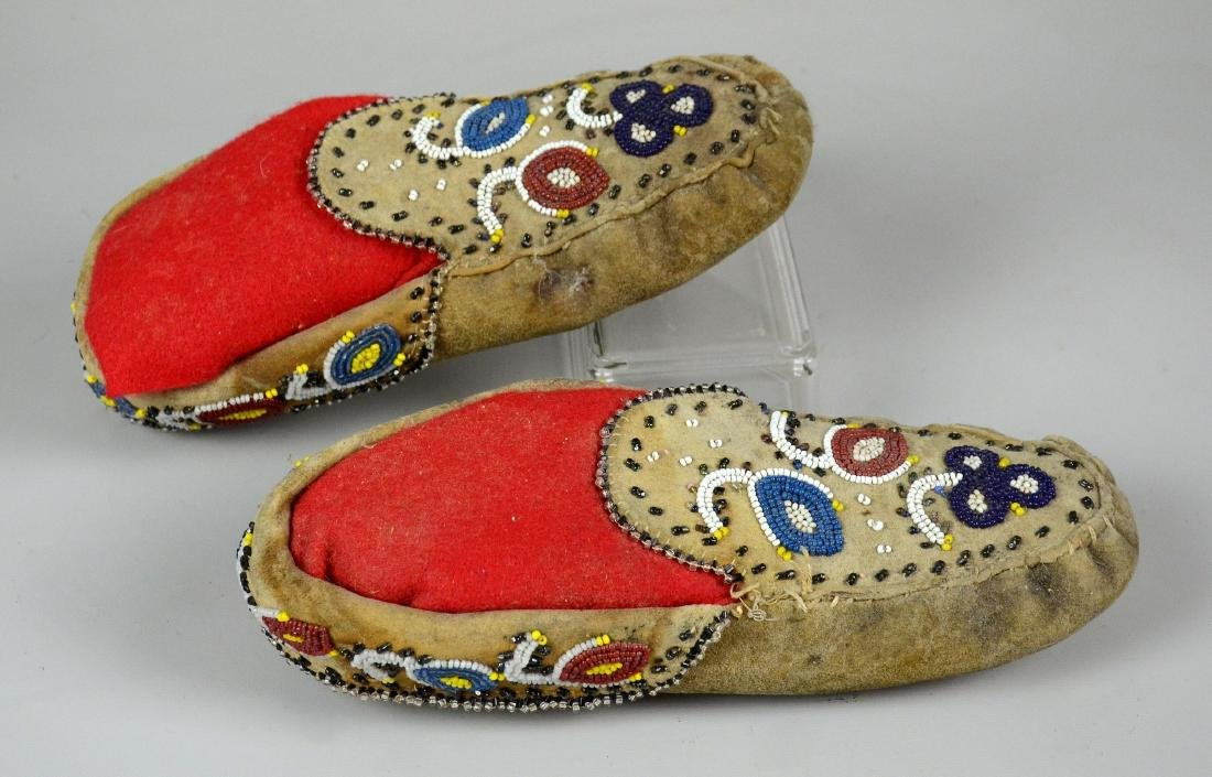 Native American Indian Beaded Moccasins - 2