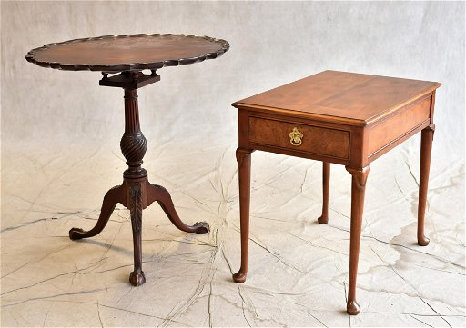 Queen Ann Sidetable.Baker Walnut Queen Anne Style One Drawer Side Table