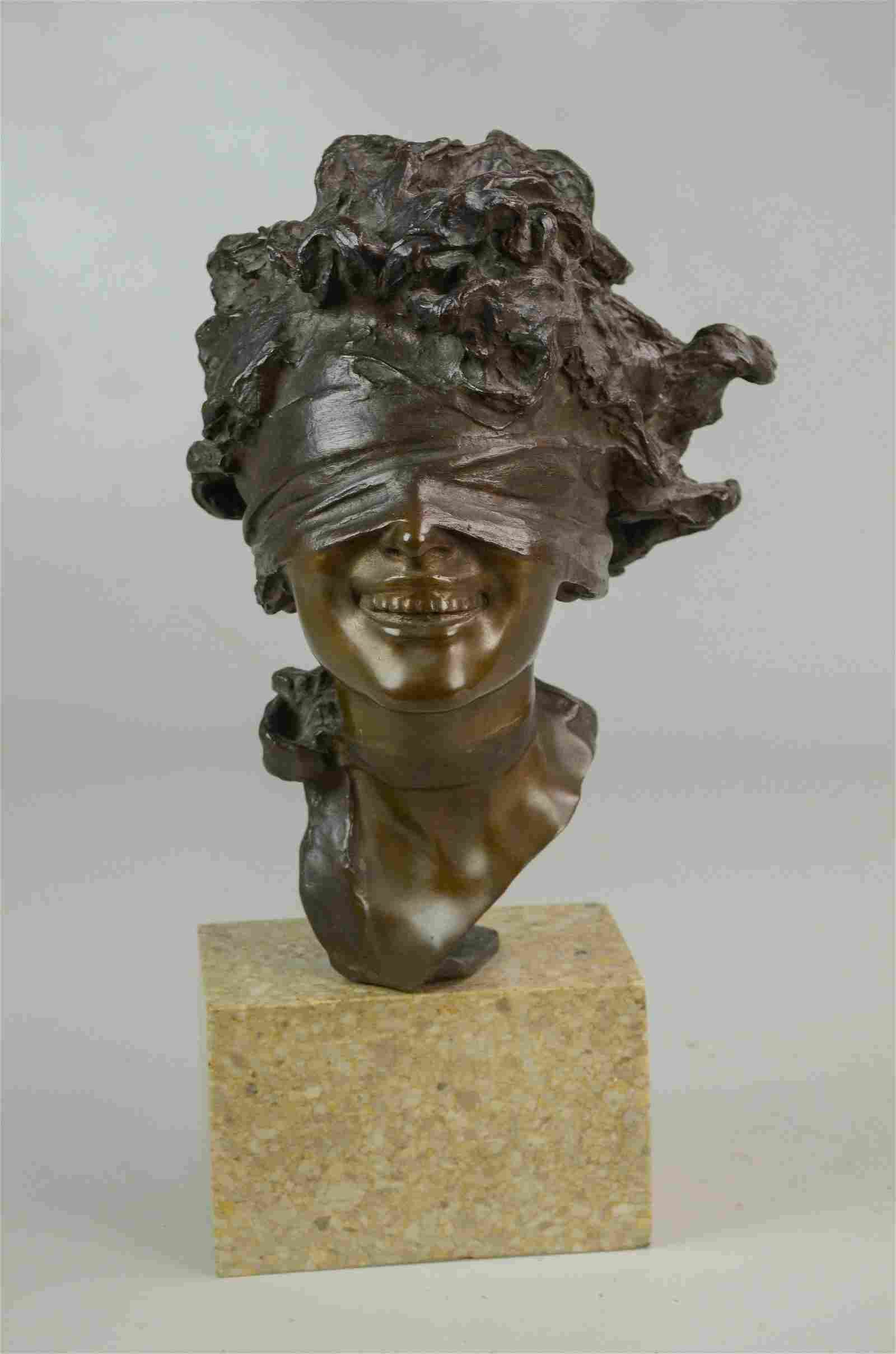 Renda Sculpture Blindfolded Woman