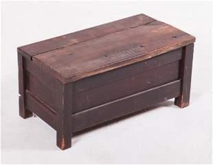 Pine painted diminutive painted lift lid box
