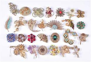 (28) Pc Lot of Vintage Brooches