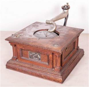 Victor oak type D disc phonograph