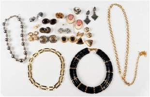 (19) Pc lot of 80's Fashion Jewelry
