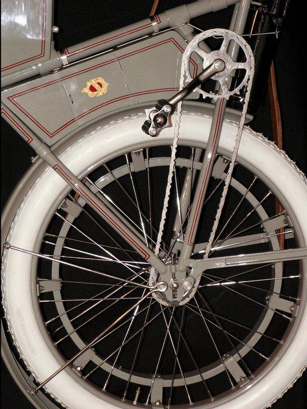 123: 1910 Harley-Davidson Model 6A - single cylinder  3 - 7