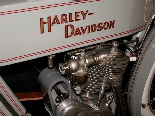 123: 1910 Harley-Davidson Model 6A - single cylinder  3 - 8