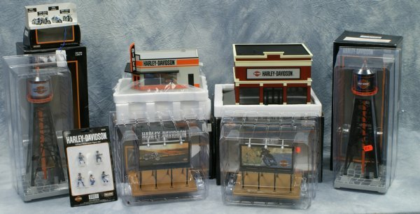 14: 8 pc accessory lot, Rail King by MTH Electric Train
