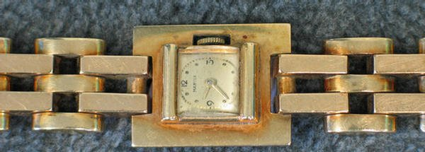 1004: Lady's 14K yg Marvin wrist watch, unadjusted, 17