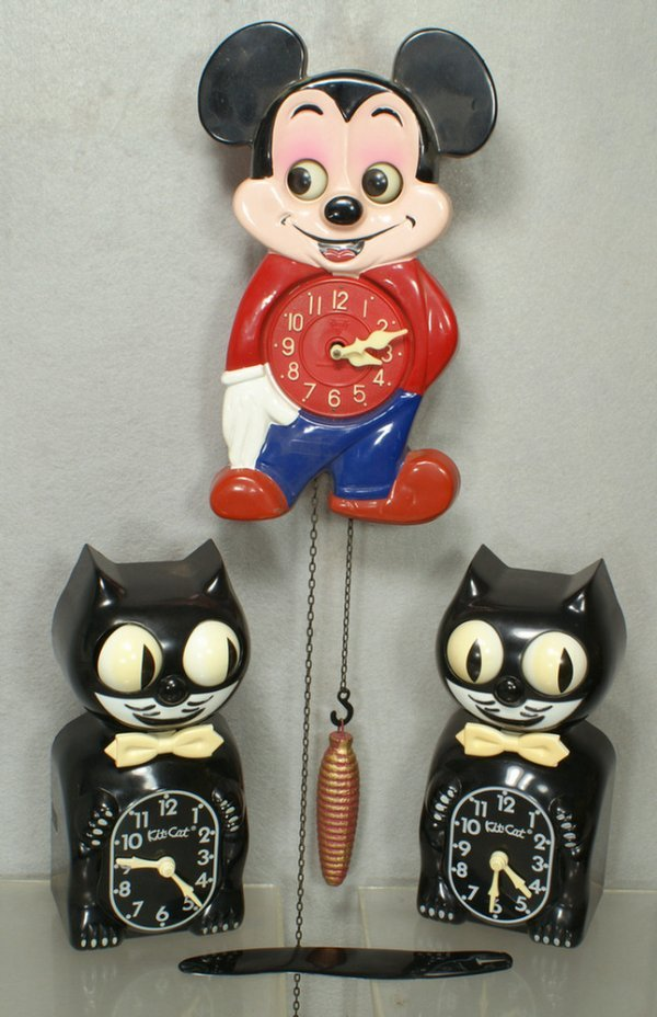 318: Mi-Ken Mickey Mouse cuckoo clock, moving eyes, wit