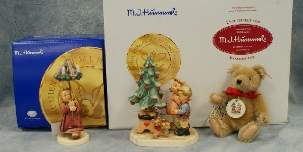12: 2 Hummel figurines: Christmas By Candlelight - 838,