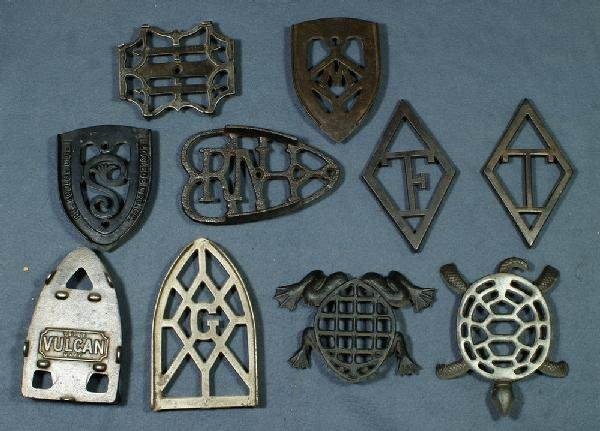 4: Lot of 10 cast iron trivets, 8 with names or initial