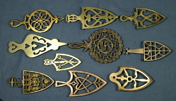 7: Lot of 10 handled brass trivets, longest 10 1/2""