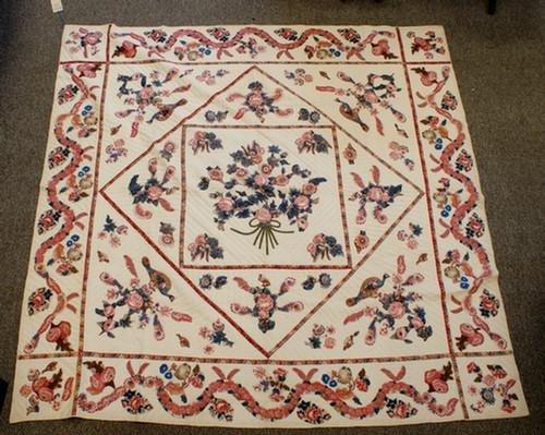 1018: Applique glazed chintz quilt, serpentine floral b