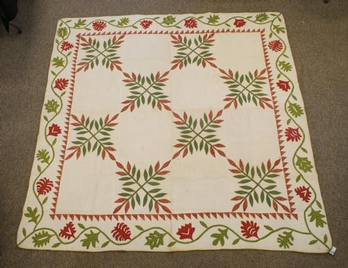 1022: Vine & leaf diamond pattern quilt, red and green,