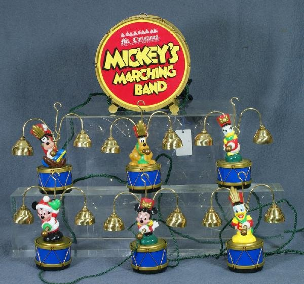 331: Disney Mr. Christmas animated Christmas display, M