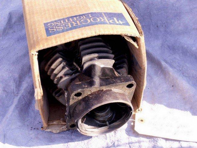 15: 1963-65 pan head cylinder and piston (bad piston)