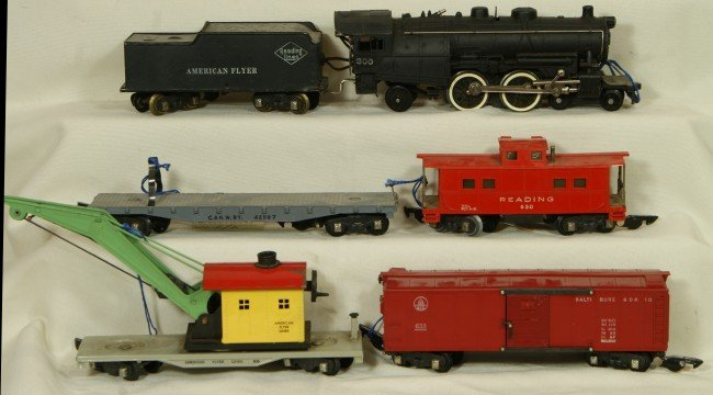 6: American Flyer S-gauge freight set, 300 engine with