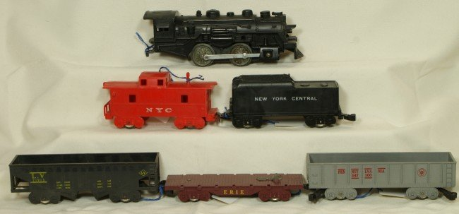 15: Marx freight set including engine, tender & 4 cars