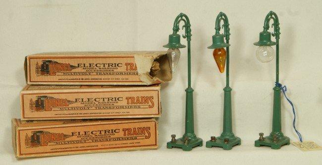 17: (3) Lionel #58 green lamp posts, OB
