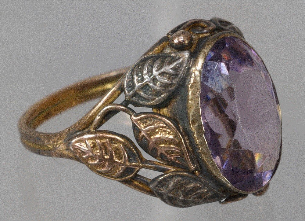 81: Unmarked 2 color gold Victorian amethyst ring, size