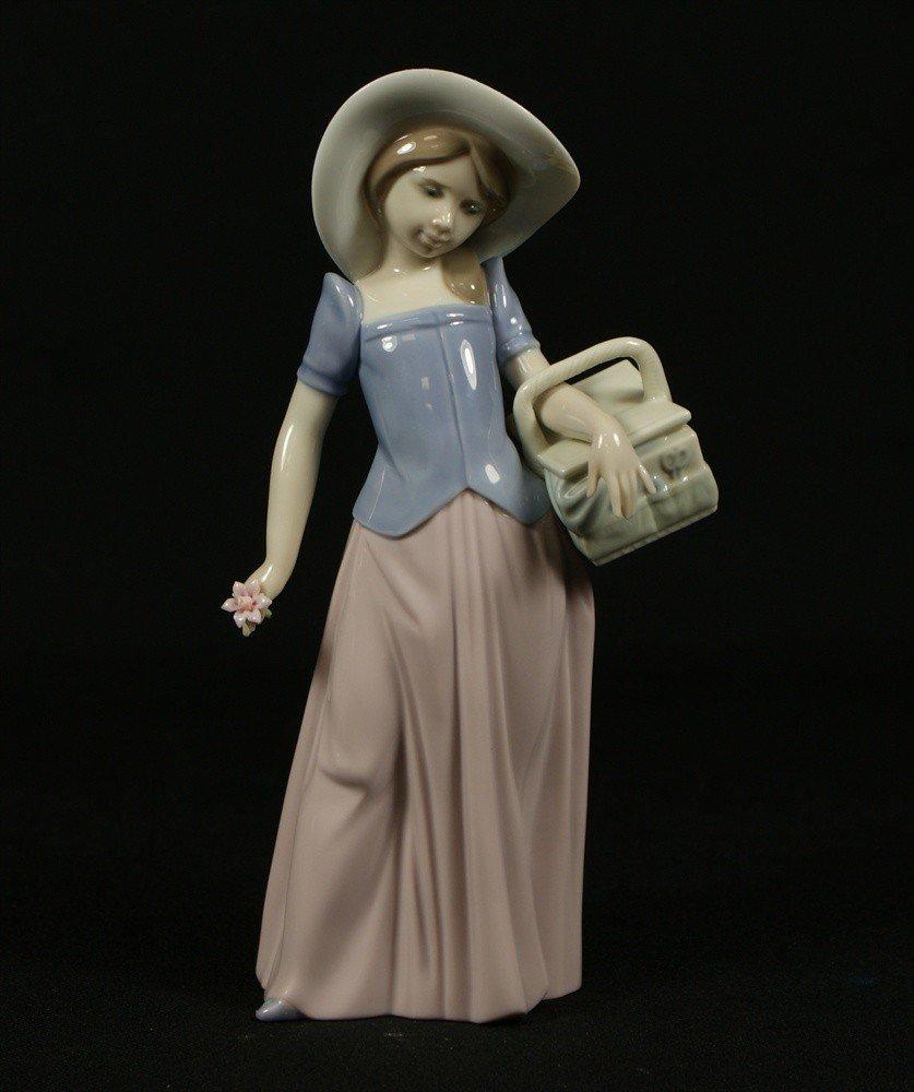 17: Lladro, Spring Bouquet, Lladro Event Figurine #7603