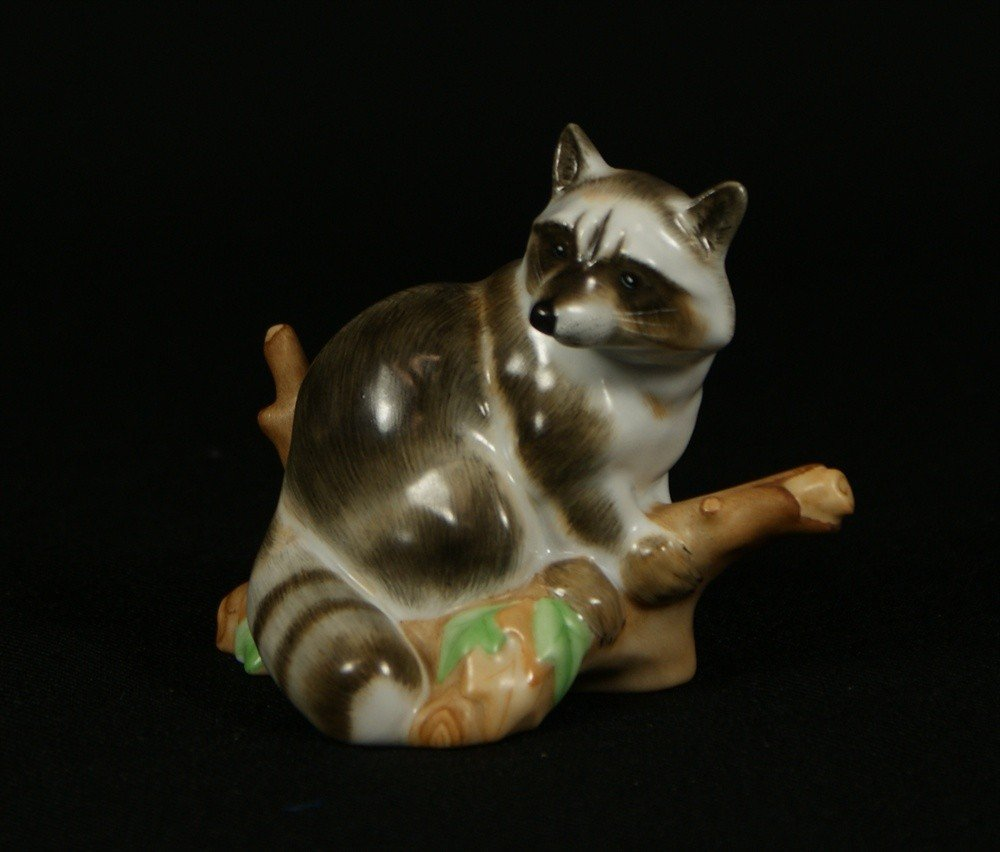 82: Herend porcelain raccoon figurine, 15854-0-00/MCD D
