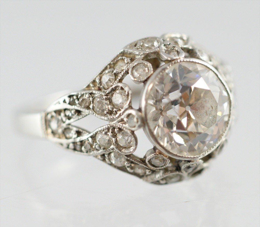 30E: Unmarked platinum diamond engagement ring,