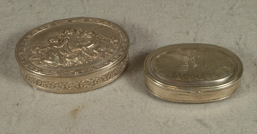 90: 2 snuff boxes, one marked 800 w/repousse lid of che